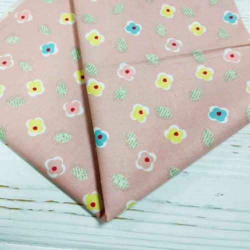 Отрез(сатин),размер 50*50.цветочки на розовом,цена за отрез