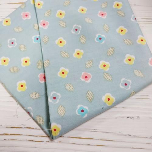 Отрез(сатин),размер 50*50,цветочки на мятно-голубом.цена за отрез