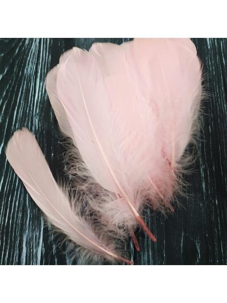 Перья декоративные,цв-розовые(01).размер 10-15см,цена за 20 шт