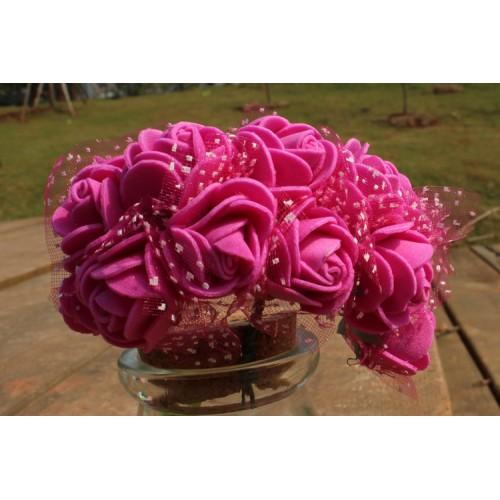 Букетик роз  с фатином,цв-тёмно-розовый