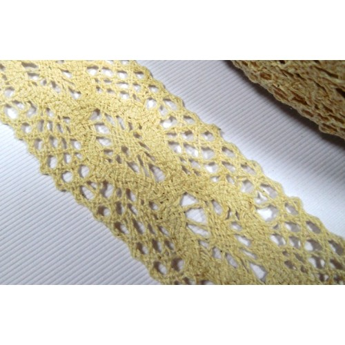 Кружево вязанное ажурное,цв-бежевый,40мм,цена за 1 метр