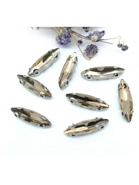 Пришивные стразы в серебрянных цапах ,стекло № 16,лодочка,4*15мм.цена за 1 шт