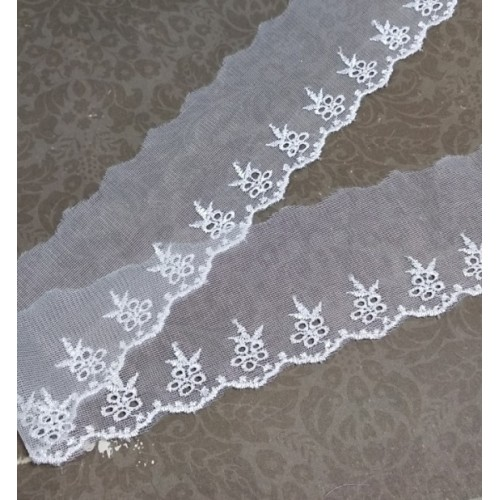 Кружево -цв-белый , шир 6 см,цена за 1 метр