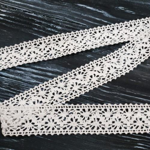 Кружево вязанное ,цв-белый,32мм,цена за 1 метр