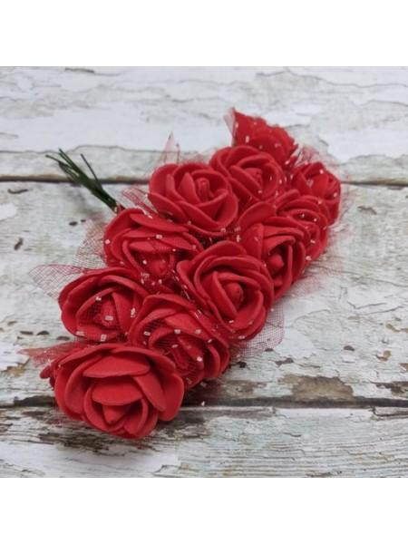 Букетик роз  с фатином,цв-красный