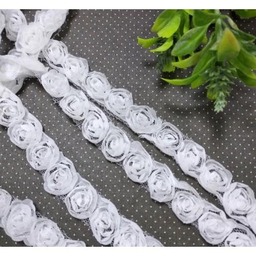 Шифоновые розы на сеточке-розы белые(1 ряд),цена за 1 м