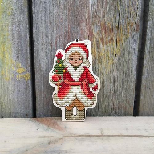 """Основа для вышивания по дереву """"Зимние забавы -девочка с ёлкой"""",Размер 9*7см"""