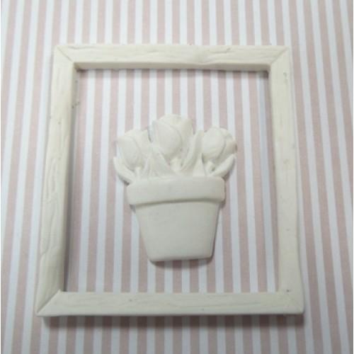 Фигурка из полимерной глины-Деревянная рама с цветами,белая