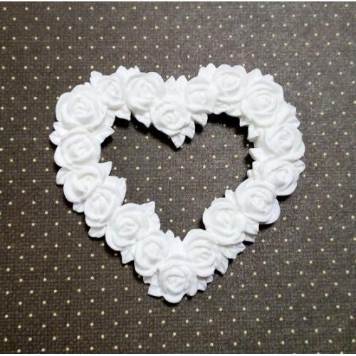 Фигурка из полимерной глины-Сердце из роз